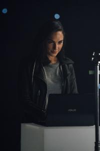 ASUS anunță parteneriatul cu Gal Gadot