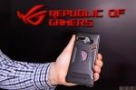 ROG Phone cu carcasa de protecție și Mobile Desktop Dock